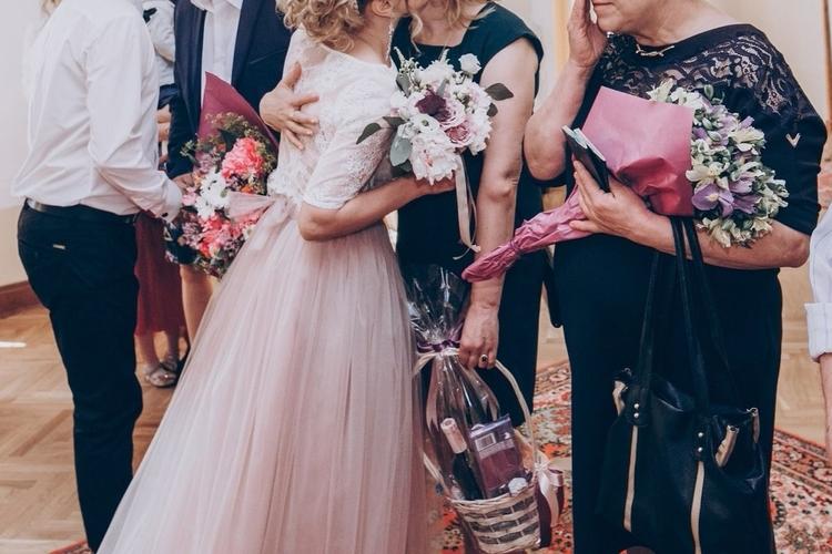 結婚式で両親へ感謝の気持ちが残るプレゼントは?